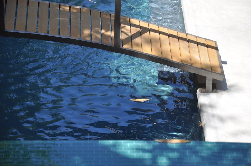 Pool bridge